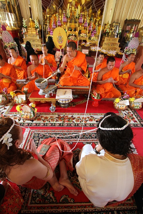 Royal Thai Buddhist wedding with 9 monks