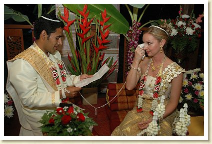adding personal vows to Thai Buddhist wedding