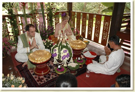 lanna wedding with thai style wedding floral arrangements